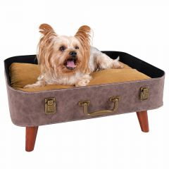 Dog bed in retro suitcase design